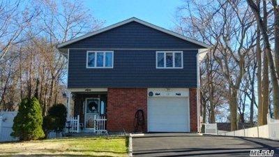 Ronkonkoma Single Family Home For Sale: 37 Calvert Ave
