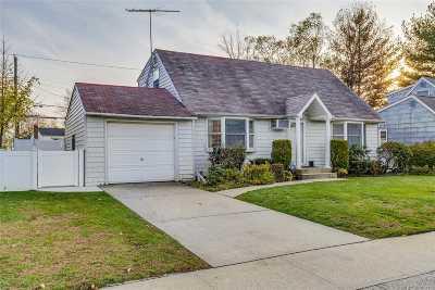 Hicksville Single Family Home For Sale: 11 Hunter St