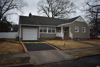 Freeport Single Family Home For Sale: 49 King St