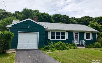 Center Moriches Single Family Home For Sale: 46 Red Bridge Rd