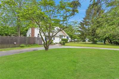 Islip  Single Family Home For Sale: 462 Ferndale Blvd