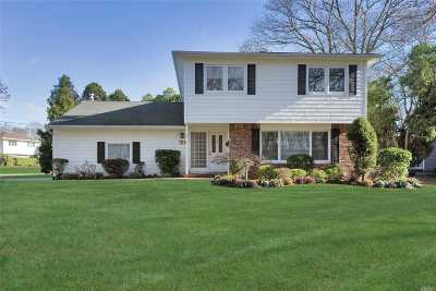 Plainview Single Family Home For Sale: 125 Harvard Dr