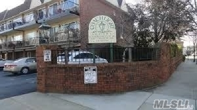 Lynbrook Condo/Townhouse For Sale: 112 Atlantic Ave #70
