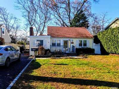 Sayville Single Family Home For Sale: 176 Seville Blvd