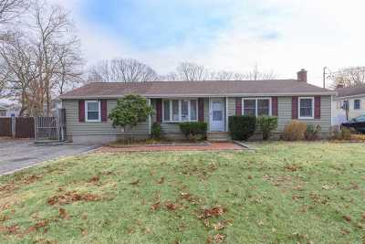 Patchogue Single Family Home For Sale: 121 Risley Rd