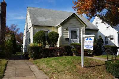 Franklin Square Single Family Home For Sale: 170 Jefferson Street