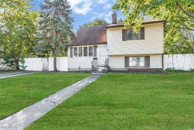 Central Islip  Single Family Home For Sale: 2 Satinwood St