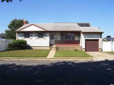 Lindenhurst Single Family Home For Sale: 64 Prairie Ln