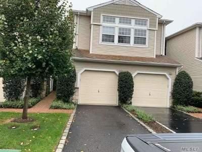Plainview Condo/Townhouse For Sale: 54 Sagamore Dr