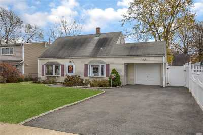 Levittown Single Family Home For Sale: 6 Harrow Ln