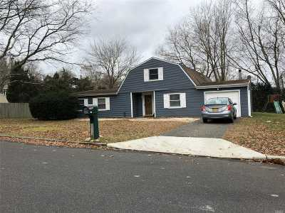Farmingville Single Family Home For Sale: 56 S Howell Ave