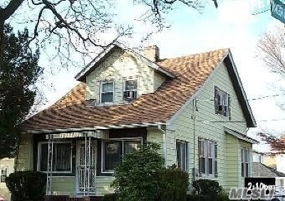 Hempstead Single Family Home For Sale: 111 Peters Ave