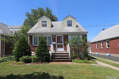 Mineola Single Family Home For Sale: 105 Sheridan Blvd