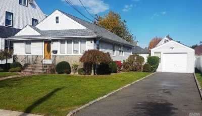 Lynbrook Single Family Home For Sale: 25 Clinton Ave
