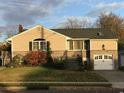 Wantagh Single Family Home For Sale: 2537 Bayview Ave