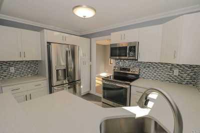 East Islip Single Family Home For Sale: 79 Meroke Ln