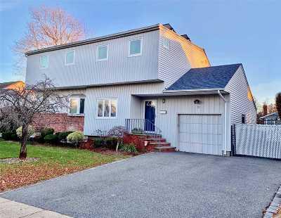 Plainview Single Family Home For Sale: 12 Warren Pl