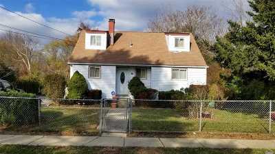 Brentwood  Single Family Home For Sale: 49 Pilgrim Rd