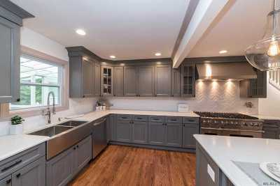 Smithtown Single Family Home For Sale: 152 Brooksite Dr
