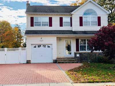 Copiague Single Family Home For Sale: 140 Kensington Ct