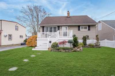 Wantagh Single Family Home For Sale: 2551 Sycamore Ave
