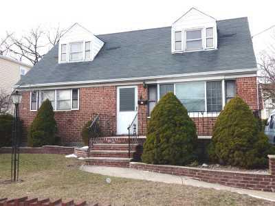 Valley Stream Single Family Home For Sale: 70 Ormonde Blvd
