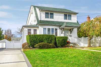 Bellmore Single Family Home For Sale: 818 Ardmore Pl
