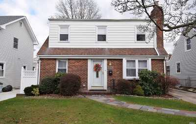 Bayside Single Family Home For Sale: 23-23 205 St