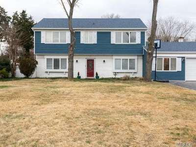 S. Setauket Single Family Home For Sale: 47 Royalston Ln