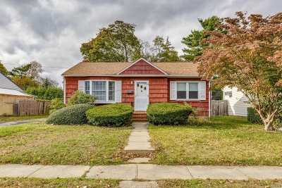 Bethpage Single Family Home For Sale: 29 S Martin Rd
