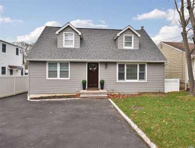 Huntington Single Family Home For Sale: 52 Clark St