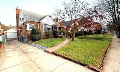 Fresh Meadows Single Family Home For Sale: 67-19 183rd St