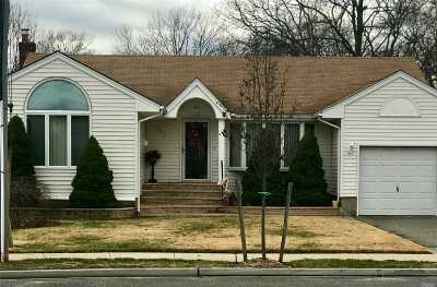 Wantagh Single Family Home For Sale: 2870 Terra Park Ln