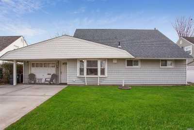 Levittown Single Family Home For Sale: 31 Jupiter Ln