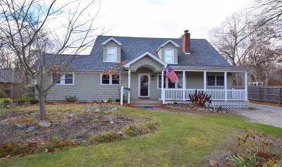 Bayport Single Family Home For Sale: 218 Oakwood Ave