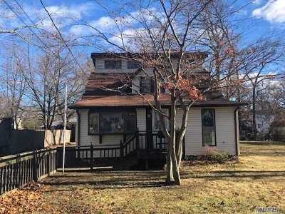Selden Single Family Home For Sale: 93 Magnolia Dr