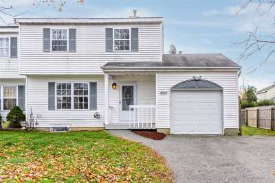 Central Islip  Single Family Home For Sale: 49 Elm St