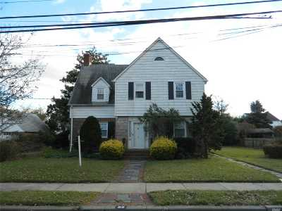 Rockville Centre Single Family Home For Sale: 82 Hampshire Road
