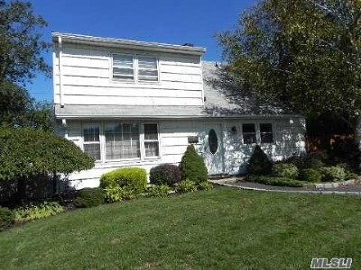 Levittown Single Family Home For Sale: 107 Shelter Ln