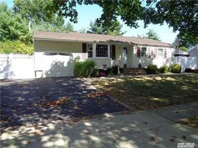 Commack Single Family Home For Sale: 34 Spinner Ln
