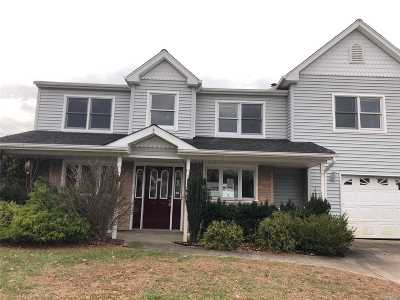 Levittown Single Family Home For Sale: 26 Haven Ln