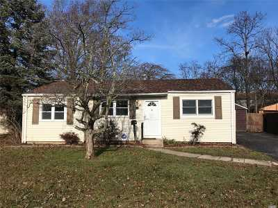Bay Shore Single Family Home For Sale: 39 18th Ave