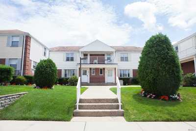 Bayside Condo/Townhouse For Sale: 68-25 Cloverdale Ln