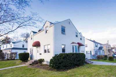 Great Neck Single Family Home For Sale: 2 Webb Hill Rd