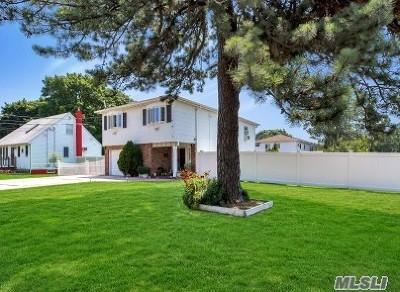 Lindenhurst Single Family Home For Sale: 130 Irene St