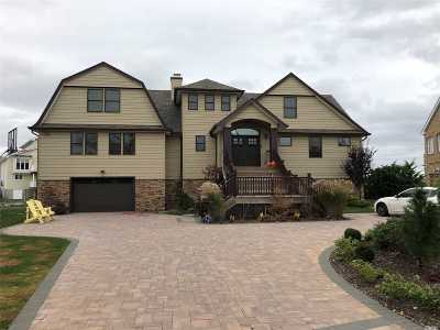 Massapequa Single Family Home For Sale: 260 E Shore Dr