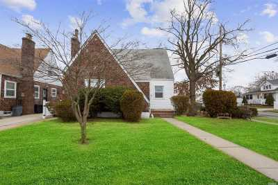 Hempstead Single Family Home For Sale: 33 Foster Pl