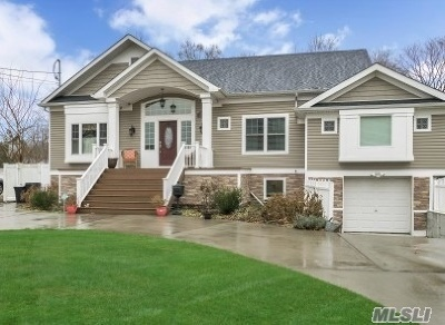 St. James Single Family Home For Sale: 261 Jefferson Ave