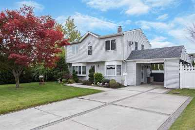 Levittown Single Family Home For Sale: 24 Stirrup Ln
