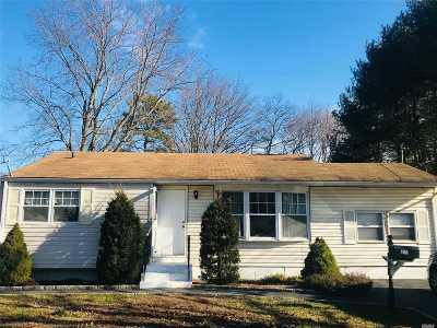 Bay Shore Single Family Home For Sale: 1605 N Gardiner Dr